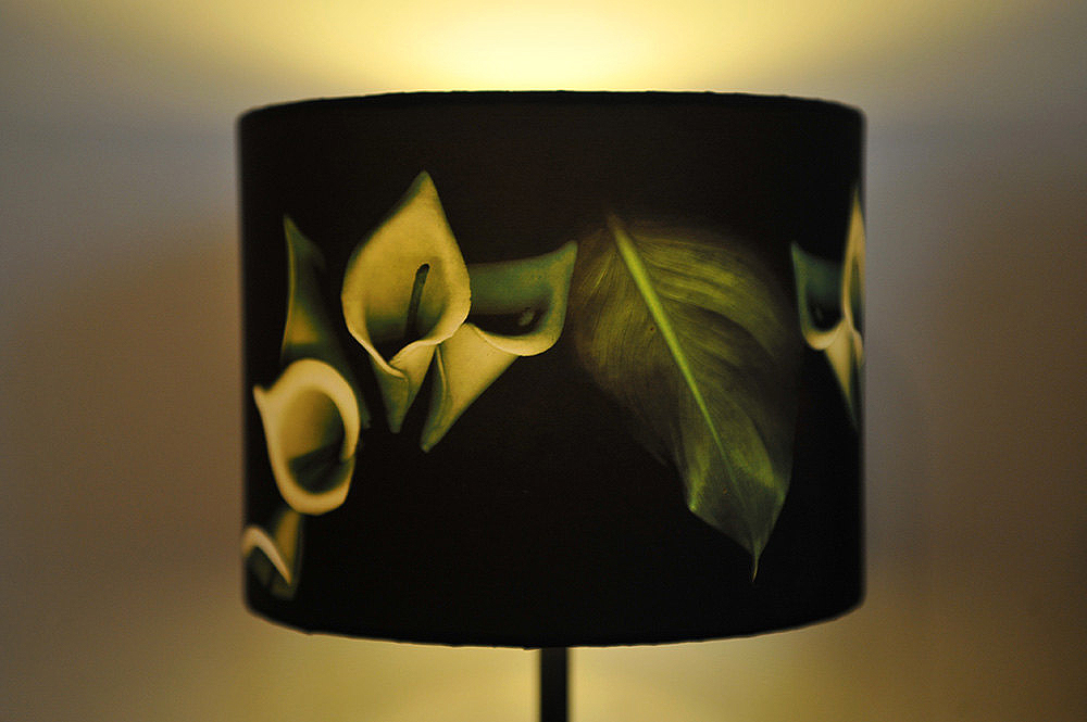White lily lampshade - Click Image to Close